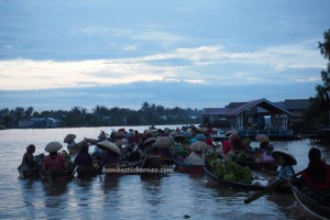 Floating Market, Lok Baintan, authentic, ethnic Banjarese, dayak, native. klotok, Boat ride, Martapura River, Sungai Tabuk, obyek wisata, Tourism, tourist attraction, tradisional, travel guide, village,