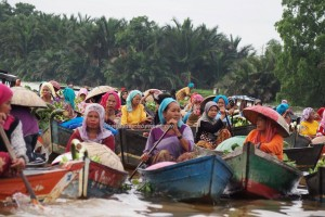 Floating Market, Indigenous, ethnic Banjarese, dayak, native, Boat ride, culture, Borneo, Kalimantan Selatan, Sungai Martapura, obyek wisata, tourist attraction, traditional, travel guide, village, 婆罗州 旅游景点