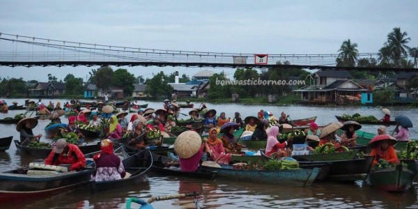 Floating Market, authentic, ethnic Banjarese, klotok, Boat ride, culture, Borneo, Kota Banjarmasin, Martapura River, Sungai Tabuk, obyek wisata, Tourism, tradisional, travel guide, village, 婆罗州 旅游景点