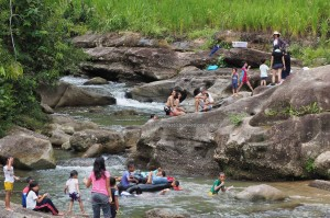 family holiday, adventure, nature, outdoor, River, Borneo Heights, Kampung Parang, village, Community Service, seva, education, native, dayak bidayuh, tribe, 沙捞越,