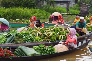Pasar Terapung, Floating Market, ethnic Banjarese, dayak, native. culture, Kalimantan Selatan, Martapura river, obyek wisata, tourist attraction, travel guide, village, 婆罗州 旅游景点, kota seribu sungai, authentic,