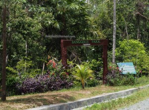 outdoors, backpackers, Borneo, Indonesia, East Kalimantan, botanic garden, conservation, Hutan Lindung Sungai Wain, Nature Reserve, Pusat Konservasi, ecotourism, tourist attraction, alam, Obyek wisata,