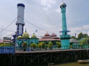 Mosque, authentic, traditional, backpackers, kampung, Borneo, fishing village, Water Village, tour guide, Tourism, tourist attraction, obyek wisata, travel, 东加里曼丹, 旅游景点