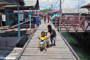authentic, suku Bugis, nelayan, destination, Pulau, Bontang Lestari, Borneo, Indonesia, Obyek wisata, rumput laut, seaweed farming, travel guide, Tourism, tourist attraction, traditional