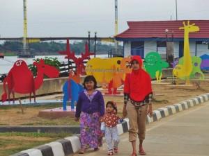 Pulau Kumala, promenade, waterfront, jembatan, backpackers, destination, Borneo, kutai kartanegara, family vacation, tourist attraction, Tourism, travel guide, 东加里曼丹, 婆罗州, 旅游景点