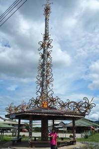 backpackers, destination, Bakun Dam, Bintulu, Kapit, Malaysia, longhouse, Orang Ulu, dayak motif, Belawing, Totem Pole, tourist attraction, traditional, tribal, 沙捞越长屋,