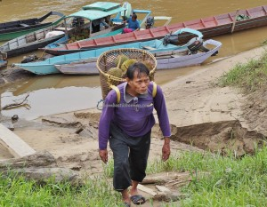 authentic, backpackers, destination, Sungai Rejang, Balui river, Borneo, native, orang ulu, tribe, durian, exotic delicacy, Transportation, traditional, travel guide, tourism