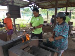 Long Wat, longhouse, village, machete, backpackers, Murum dam, Kapit, Bintulu, Borneo, Malaysia, native, tribe, tourist attraction, travel guide,