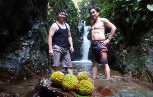 canyon, jungle trekking, adventure, outdoor, wild durian, exotic fruits, air terjun, Kampung, exploration, Borneo, Tebedu, 沙捞越, tourist attraction, travel guide,