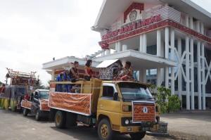 street parade, Naik Dango, Gawai Harverst Festival, crossborder, event, Dayak Kanayatn, native, tribe, Borneo, Kampung Budaya, Tourism, obyek wisata, traditional, travel guide, 西加里曼丹丰收节日,