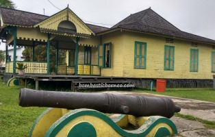 Keraton Ismahayana, palace, history, antique, authentic, backpackers, native, Borneo, Kampung Budaya, traditional, Obyek wisata, Tourism, travel guide, 西加里曼丹, 旅游景点,