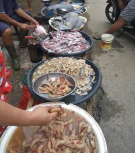 backpackers, Dayak Kanayatn, native, Ethnic, Indonesia, Kampung Budaya, traditional, local market, Obyek wisata, Tourism, tourist attraction, 西加里曼丹, 婆罗洲, 旅游景点,