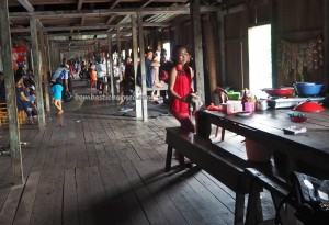 transborder, authentic, backpackers, Dayak Kanayatn, native, tribal, Longhouse, Desa Saham, Indonesia, Kalimantan Barat, Tourism, tourist attraction, travel guide, village, 婆罗洲原著民长屋