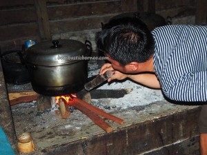 authentic, indigenous, native, ethnic, Rumah Betang, Desa Saham, Sengah Temila, Indonesia, West Kalimantan, Landak, Tourism, tourist attraction, village, Naik Dango, 原著民长屋