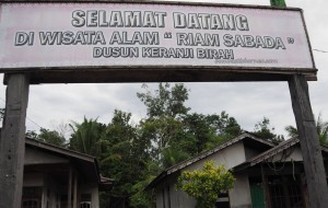 transborder, transborneo, authentic, backpackers, Dayak Kanayatn, native, tribe, Rumah Betang Saham, Pahauman, Sengah Temila, Indonesia, Kalimantan Barat, tourist attraction, travel guide, village,