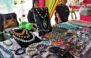 Ceramic beads, handicrafts, Kraftangan, Gawai Dayak, paddy harvest festival, Lun Bawang, authentic, Borneo, Lawas, Limbang, Malaysia, native, Orang Ulu, traditional, travel guide, 砂拉越丰收节日,