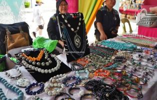 Ceramic beads, handicrafts, Kraftangan, Gawai Dayak, paddy harvest festival, Lun Bawang, authentic, Borneo, Lawas, Limbang, Malaysia, native, Orang Ulu, traditional, travel guide, 砂拉越丰收节日,