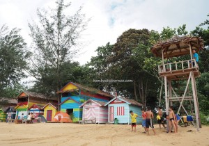 accommodation, Camar Bulan, beach chalets, pantai, backpackers, destination, Borneo, Paloh, Indonesia, nature, hidden paradise, Tourism, travel guide, crossborder, 婆罗洲旅游景点