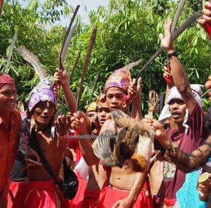 authentic, indigenous, backpackers, Bengkayang, Desa Tangguh, Dusun Betung, Kampung Gumbang, dayak bidayuh, native, ceremony, culture, ritual, tourist attraction, Transborneo, 婆罗洲, 原著民丰收节日