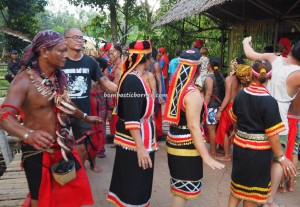 Paddy Harvest Festival, backpackers, Borneo, Desa Tangguh, Kampung Kadek, Gumbang, native, tribal, cultural dance, Tourism, tourist attraction, traditional, travel guide, village, 西加里曼丹, 原著民丰收节日