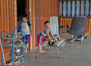 rumah panjang, authentic, backpackers, Borneo, Malaysia, dayak lundayeh, Ethnic, orang asal, tribe, Tourism, tourist attraction, travel guide, village, 实必丹沙巴, 婆罗洲原著民