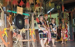 Pusat Kebudayaan, indigenous, dayak, native, tribal, museum, gallery, Borneo, Tenom, Malaysia, Tourism, tourist attraction, traditional, crossborder, 婆罗洲原著民, 沙巴旅游景点