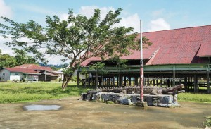 Rumah Adat, traditional, backpackers, exploration, Borneo, Indonesia, North Kalimantan, Mentarang, native, tribe, Obyek wisata, Tourism, travel guide, crossborder, 北加里曼丹, 婆罗洲,