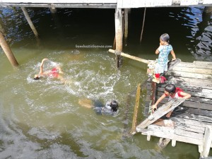 Malay, water village, floating house, authentic, backpackers, Borneo, Limbang, Malaysia, Tourism, tourist attraction, travel guide, transborder, 砂拉越婆罗洲