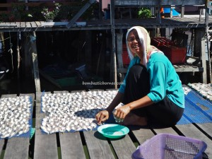 Kampung Melayu, Fishing Village, authentic, backpackers, destination, Borneo, Limbang, Malaysia, nelayan, Tourism, travel guide, seafood, udang kering, Ikan Tahai, 老越砂拉越