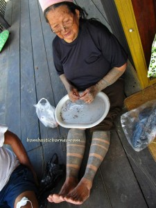 ancient, Apokayan, Borneo, budaya, culture, dayak, east kalimantan, indonesia, kalimantan timur, Kayan, Kenyah, long ears, longhouse, Malinau, native, Pampang Cultural Park, Samarinda, sungai siring, traditional tattoo, tribe, village, crafts