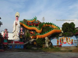 bike ride, Borneo, clams, Confucius Temple, indonesia, Jembatan Pawan, Keraton Saunan, kota kayong, Pawan Bridge, Pawan river, Rumah Adat Melayu, Rumah kuning, Tugu Ale ale, west kalimantan Barat,