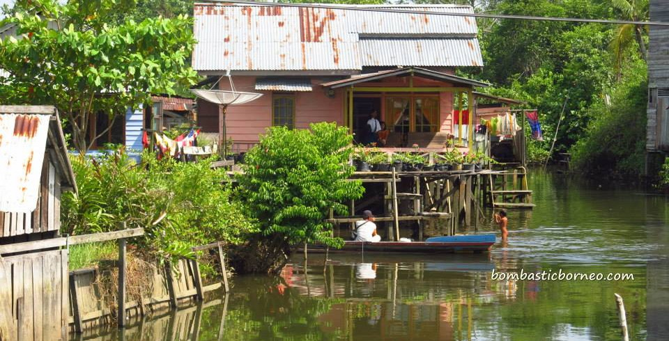 bike ride, Borneo, clams, indonesia, Jembatan Pawan, Kelenteng Tua Pek Kong, Keraton Saunan, kota kayong, Pawan Bridge, Tugu Ale ale, west kalimantan Barat