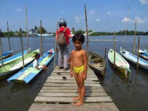 bike ride, Borneo, clams, indonesia, Jembatan Pawan, Kelenteng Tua Pek Kong, Keraton Saunan, kota kayong, Pawan Bridge, Tugu Ale ale, west kalimantan Barat, Kampung,
