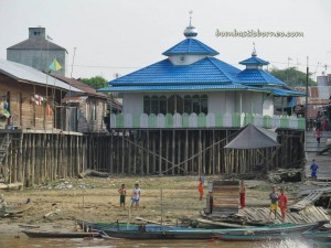 adventure, Boat ride, Dayak Ngaju, excursion, floating house, Indonesia, Kahayan bridge, nature, Obyek wisata, outdoor, authentic village, Kapal Susur Sungai, Wow Borneo,