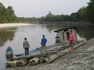 adventure, Boat ride, Borneo, Central Kalimantan Tengah, endangered species, forest school, Indonesia, Muara Rungan river, nature, Nyaru Menteng, Obyek wisata, outdoor, Palangkaraya, Pre-release island, village, wildlife