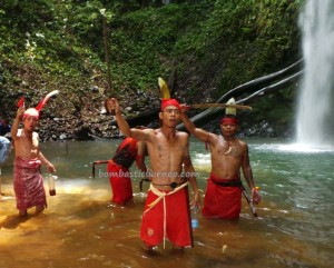 authentic, Dayak Bakati, culture, Dusun Sujah, Indonesia event, indigenous, Nyabankng, nyobeng, Riam Bakrim, ritual, rumah adat, spiritual, traditional, trekking, tribal, tribe, Waterfall,