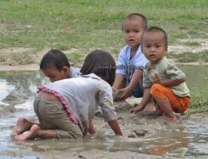 Borneo dayak, charity, Community Service, Dusun Gun Tembawang, Entikong, homestay, longhouse, medical seva, native, Non Profit Organization, orang asal, pelayanan masyarakat, rural, Sanggau, Suruh Tembawang, traditional, tribal, tribe, volunteer,