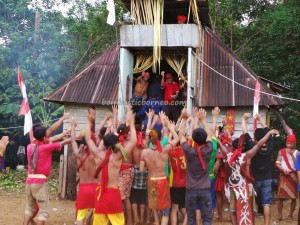 authentic, Dayak Bakati, baruk, bengkayang culture, indigenous, native, nyobeng, Obyek wisata, padi harvest festival, Riam Bakrim waterfall, ritual event, rumah adat, Sahan, skulls, spiritual, traditional, tribal, tribe,