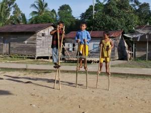 adventure, authentic, Boat ride, culture, Desa Pala Pasang, fishing, fresh water fish, indigenous, indonesia, West Kalimantan Barat, Kampung, land dayak, outdoor, Sungai Sekayam River, trekking, tribal, tribe, village,