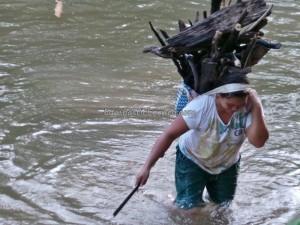 adventure transborder, authentic, Dayak Bidayuh, Borneo, culture, fresh water fishing, indigenous, Kampung Mangkau, native, nature, outdoor, primary jungle, Sungai Sekayam River, Suruh Engkadok, trekking, tribe, tribal village,