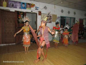 authentic, cock fighting, Ethnic, cultural dance, homestay, indigenous, Malaysia, native, Ngajat, orang asal, rumah panjang, Sarawak, Sri Aman, Tourism, tourist attraction, trekking, tribal, tribe, ulu undop, village,