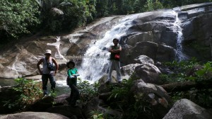 adventure crossborder, air terjun, authentic village, hiking, indigenous, indonesia, jungle, Kaliau, Kampung Biawak, nature, objek wisata, outdoor, rainforest, Riam, Suku Dayak Bakati, trekking, tribal, motorbike ride,