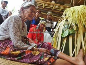 Wisata adat, authentic, village, baruk, bengkayang, Budaya Borneo, culture, Dusun Sebujit, gawai native, Nyobeng event, paddy harvest festival, ritual, Kampung Gumbang, skull house, thanksgiving, traditional, tribal, tribe,
