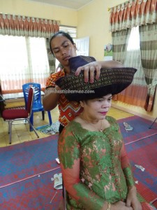 authentic, memakai topi kain, budaya, Ceremony, culture, Ethnic, event, indigenous, Parindu, perkawinan, pernikahan, Sanggau, Sumatra, traditional, tribe, upacara, wedding,