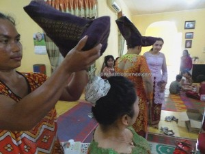 authentic, memakai topi kain, budaya, Ceremony, culture, Ethnic, event, indigenous, Parindu, perkawinan, pernikahan, Sanggau, Sumatra, traditional, tradisi, upacara, wedding,