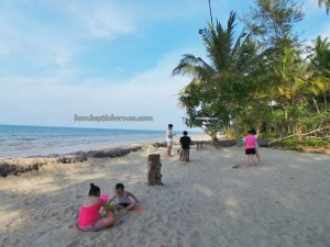 accommodation, beachside, Kampung Pueh, lundu, resort, tree house, 三馬丹, 伦乐, 古晋住宿, 沙捞越, 農牧海濱渡假村, 马来西亚, tourism, tourist attraction, guide tips,