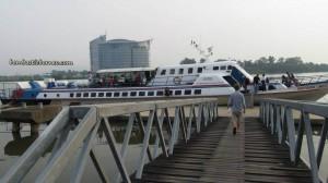 Borneo, Community Service, malaysia, medical seva, Non Profit Organization, outdoors, rural service, Sibu, express boat, Sungai Rejang, town, Transportation, volunteer, 快艇,