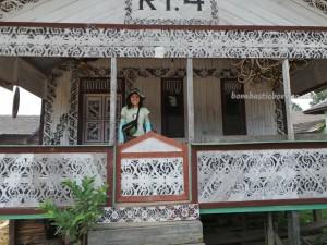 wisata budaya, adventure, Borneo, Ethnic, indigenous, Kongbeng, Kutai Timur, native, sculptures, Suku Dayak, Tourism, tourist attraction, traditional, travel guide, tribal, tribe, culture