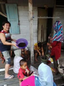 Borneo, Bugis Cultural Centre, east kalimantan, kaltim, Kampung Wisata Tenun, Kota Tepian, Mahakam river, Masjid Shirathal Mustaqiem, oldest mosque, rumah adat, Sutera Sarung, Seberang, Sarong, Tourism, tourist attraction, traditional weaving, travel guide,