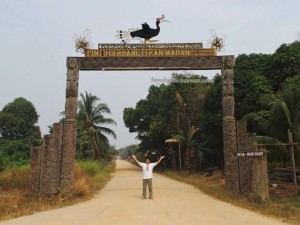 adventure, authentic village, Borneo, budaya, culture, indigenous, Kongbeng, Lamin Adat, Obyek wisata, sculptures, Suku Dayak Kayan, Tourism, tourist attraction, traditional, travel, tribal, tribe,